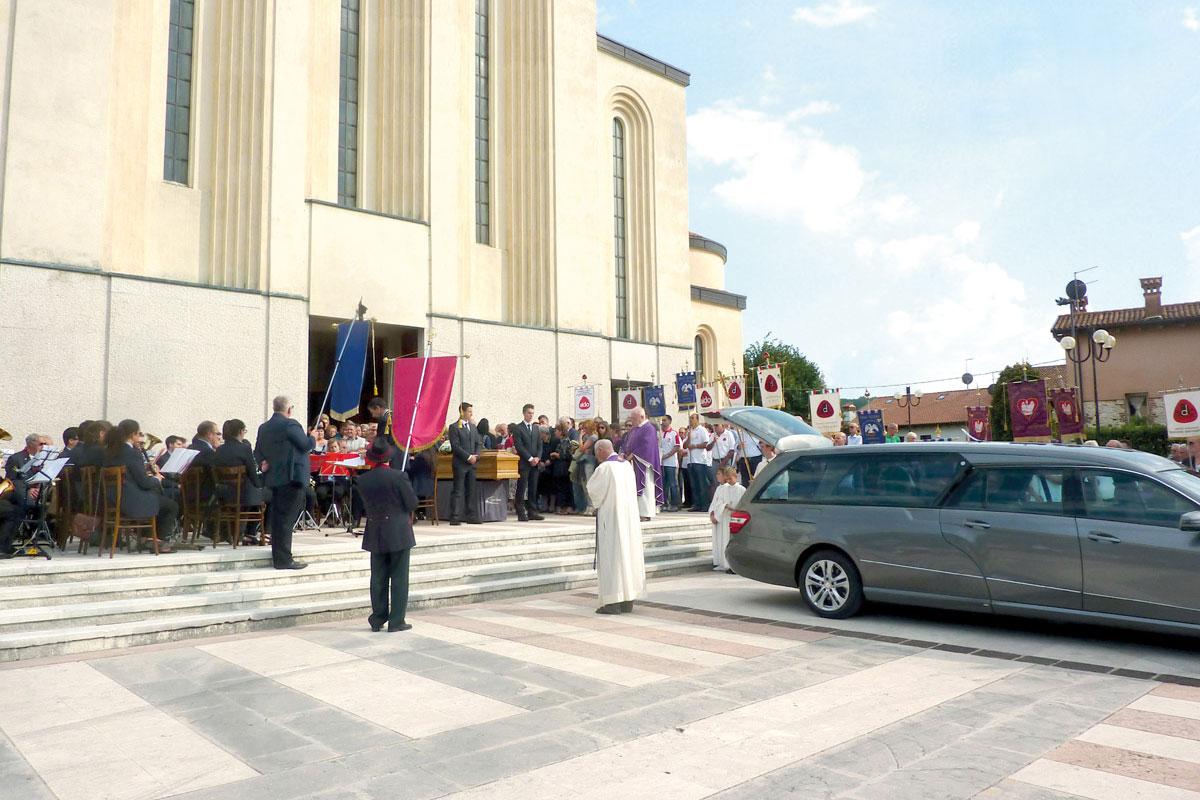 cerimonia-funebre-dal-santo-cogollo